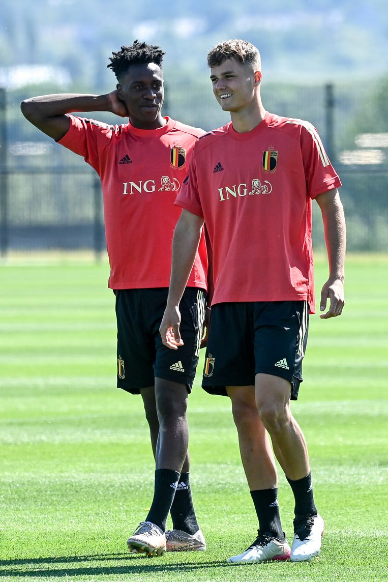 Youngsters Albert Sambi Lokonga (l.) en Zinho Vanheusden.