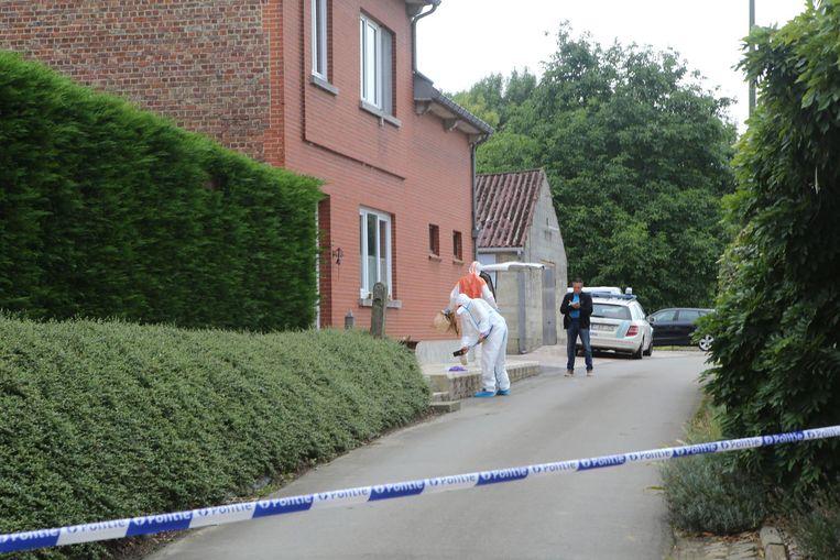 Politie en labo doen de vaststellingen aan het huis in de Uilstraat in Stok.