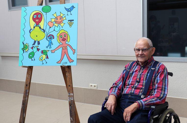 Leon Boonen bij zijn kunstwerk.