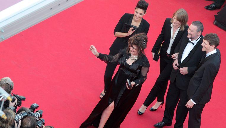 De cast en producenten van 'Party Girl' bij de voorstelling in Cannes. Beeld GETTY