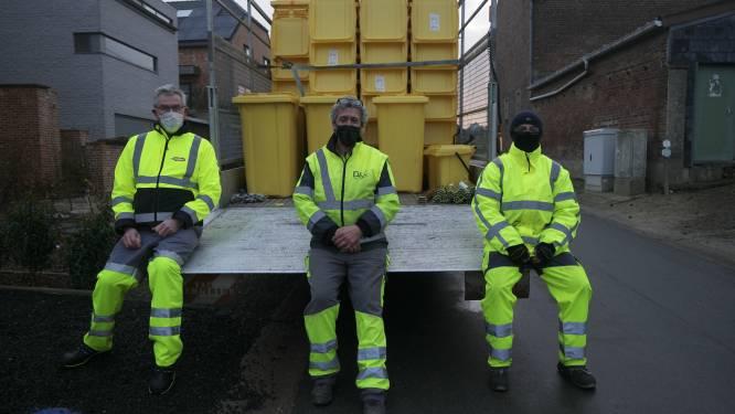 EcoWerf bedeelt in Boutersem containers voor papier en karton, en krijgt hulp van burgemeester Vervliet