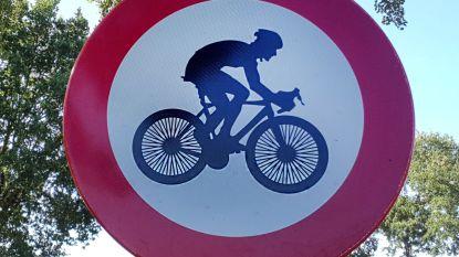 En dan kom je als wielertoerist dit 'verkeersbord' tegen