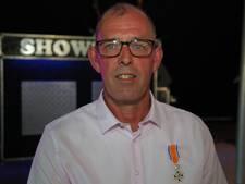 Jan Zuidweg verrast met lintje tijdens jubileumfeest van Noad'67