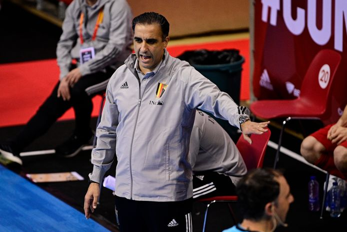 Bondscoach Karim Bachar moet de ploeg mentaal oplappen tegen dinsdag, als Italië partij wordt gegeven.