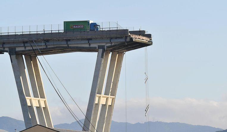 De ingestorte Morandi-brug, een dag na de ramp. Beeld EPA