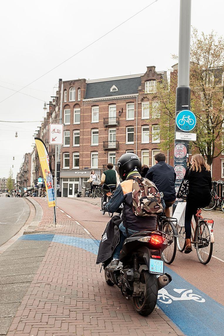 Verkeerswethouders van de vier grote steden roepen minister Van Nieuwenhuizen op om haast te maken met de helmplicht.  Beeld Jakob van Vliet