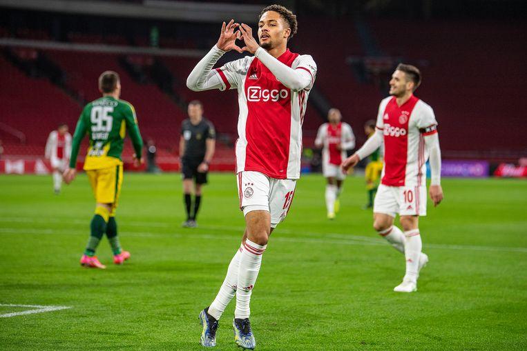 Devyne Rensch viert zijn eerste doelpunt voor Ajax. Beeld Guus Dubbelman / de Volkskrant