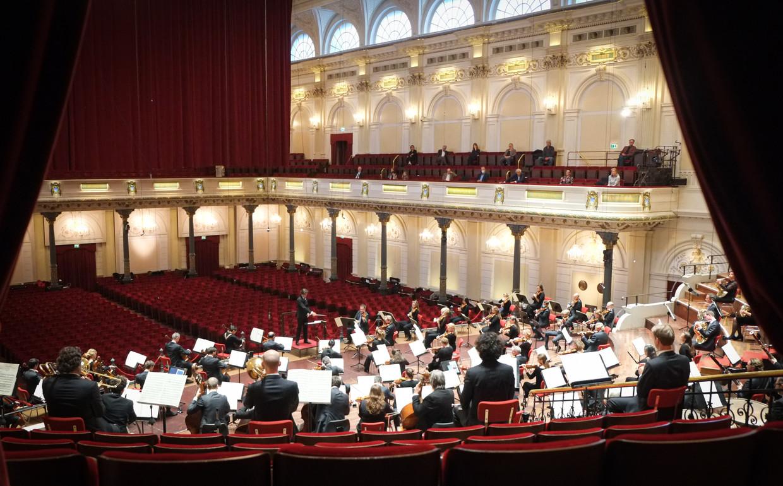 Het Concertgebouworkest speelt de Achtste symfonie van Dvorak voor dertig man publiek. Beeld Peter Tollenaar