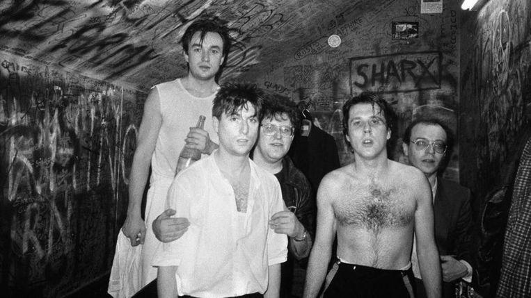 'Toen we in het voorprogramma van Simple Minds tourden, betaalden zij al onze onkosten. 'Ik weet wat het is om een jonge band te zijn,' zei zanger Jim Kerr.' (Foto met T.C. Matic in de Marquee in Londen in 1984) Beeld
