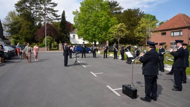 Muziekkapel brandweer brengt ode aan slachtoffers coronacrisis