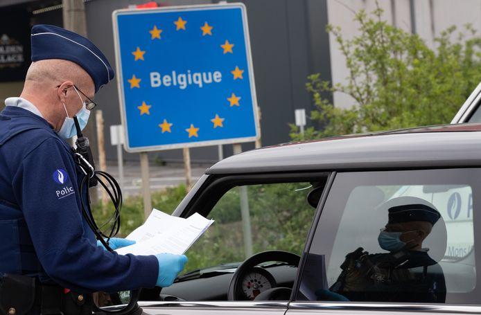 Traverser la frontière à tout va, c'est terminé. Les Belges n'ont plus le droit aux déplacements récréatifs dans des pays tiers. Il s'agit de l'une des mesures décidées par le gouvernement ce 22 janvier