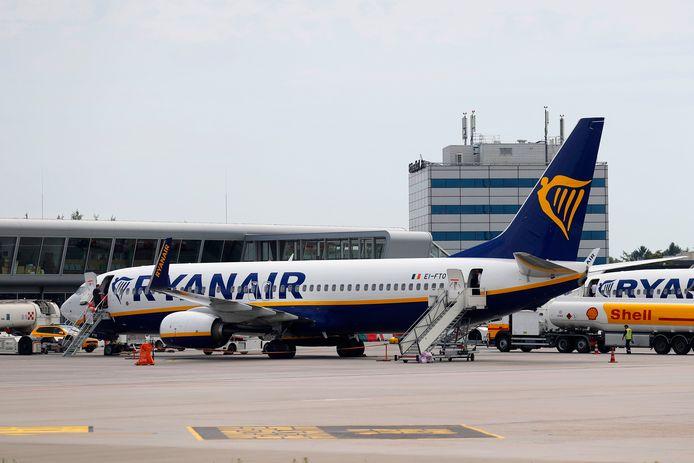 Een vliegtuig van Ryanair op Eindhoven Airport.
