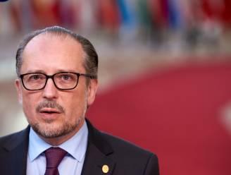 Oostenrijk dreigt met vrijheidsbeperkingen voor ongevaccineerden, in Roemenië opnieuw avondklok