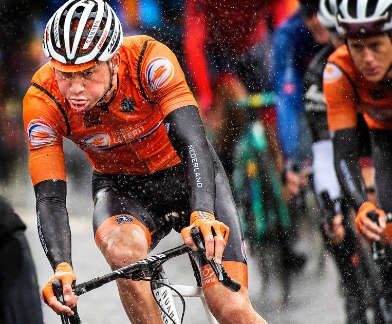 Mathieu van der Poel heeft het tijdens de race niet naar zijn zin. Beeld Klaas Jan van der Weij