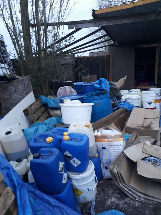 De politie heeft in Overberg in de gemeente Utrechtse Heuvelrug een drugslab ontdekt.
