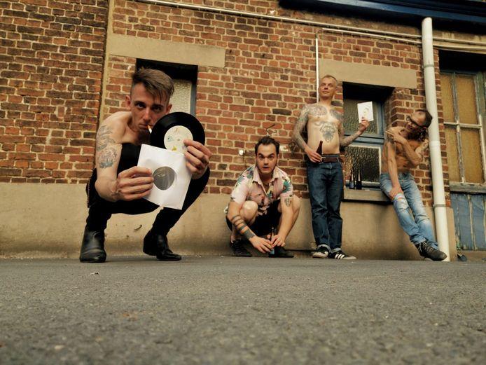 De muzikanten van de lokale band Chiff Chaffs.