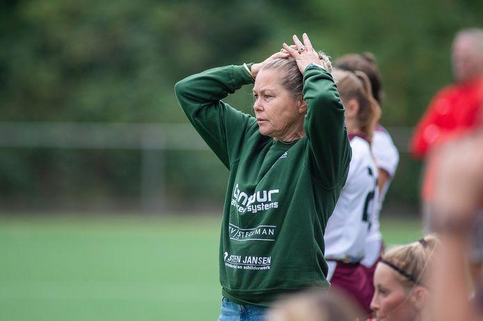 Coach Nicole Vossen heeft nog werk te verzetten bij Ares.