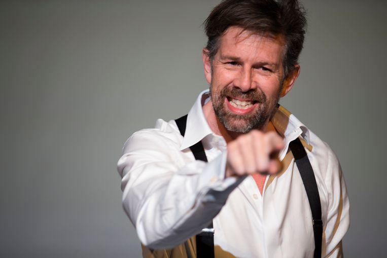Johan Heldenbergh in 'Marx', de theatervoorstelling van auteur Stefaan Van Brabandt. Beeld Koen Broos