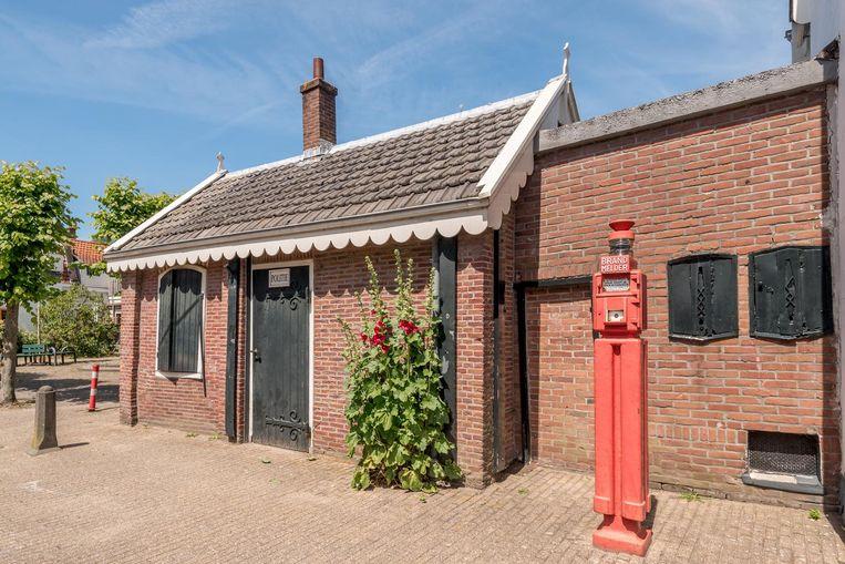 Het politiebureautje in Sloten, het kleinste van Nederland Beeld Alphons Nieuwenhuis