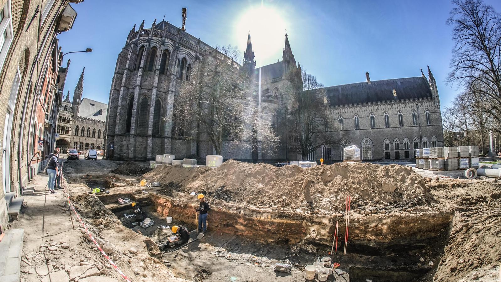 Het opgraven van de vele skeletten zou de stad een financiële kater kunnen bezorgen.