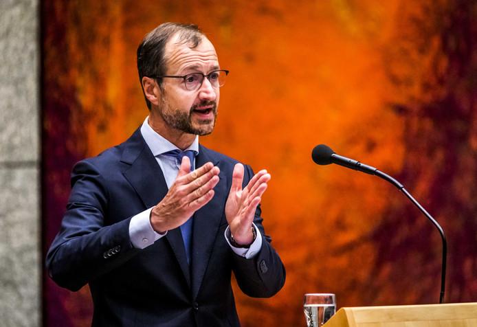 VVD-minister Eric Wiebes van Klimaat bedacht eerder een ingewikkeld boetesysteem voor vervuilers, maar daar maakten de planbureaus gehakt van.