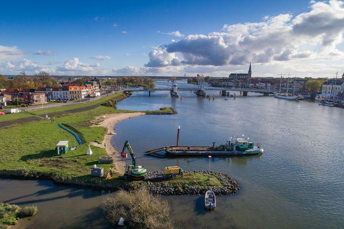 De in 2017 gehouden proef om 'plastic soep' uit de IJssel te halen krijgt geen vervolg.  (archieffoto)