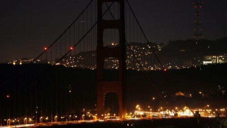 De Golden Gatebridge in San Fransisco dooft vanavond de lichten voor Earth Hour. De brug deed in 2010 ook mee met de actie. EPA Beeld