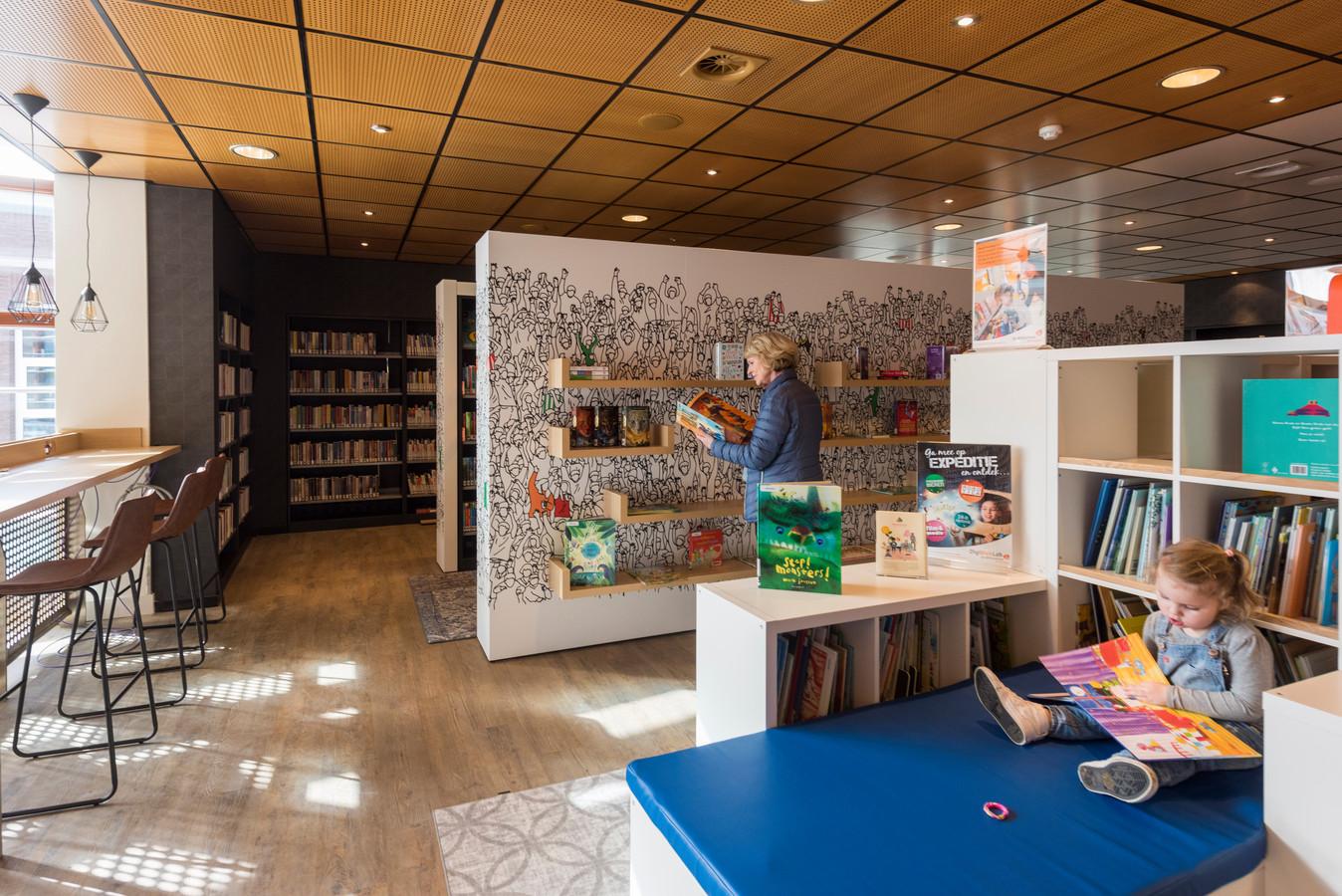 De bibliotheek van Oirschot zetelt sinds kort in het voormalige theatercafé, boven de foyer van De Enck.