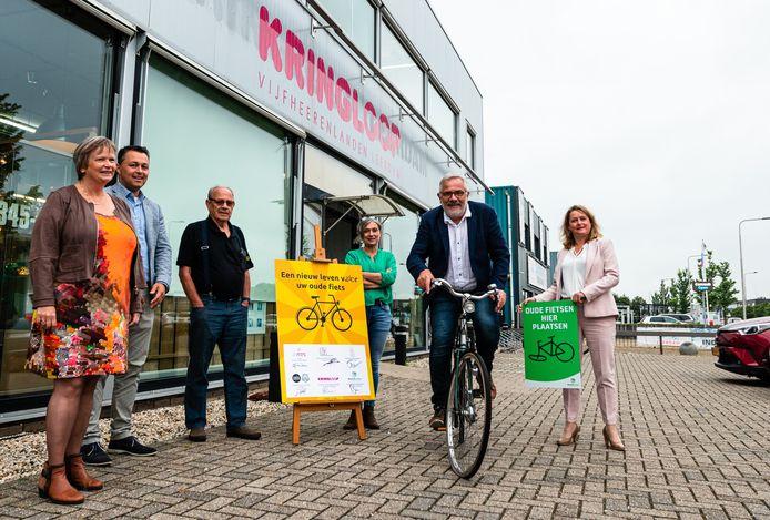 Donderdagochtend tekenden zes partijen de samenwerkingsovereenkomst van het Fietsenproject 'Een tweede leven voor gebruikte fietsen'.