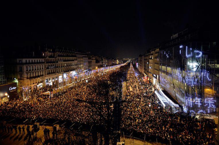 De Champs-Elysees in Parijs tijdens de jaarwisseling. Beeld getty