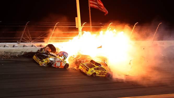 Een kegelspel met razendsnelle wagens: chaos en vuur na heftige crashes bij 500 Mijl Daytona
