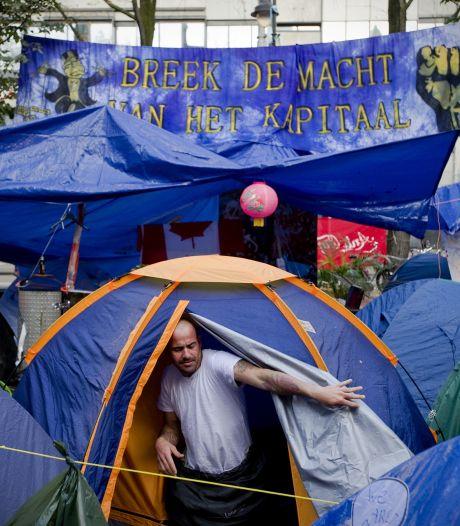 Van der Laan wil 's nachts maximaal vier Occupy'ers