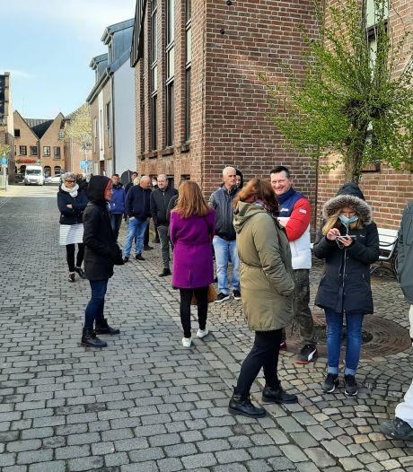 Woede in lange rij voor testcentrum in Duitse Kranenburg: 'Maar dit is toch niet normaal'