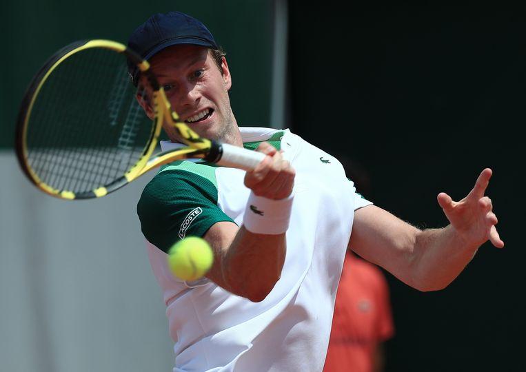 Botic van de Zandschulp in actie tegen Alejandro Davidovich Fokina, tijdens de tweede ronde van Roland Garros, Beeld EPA