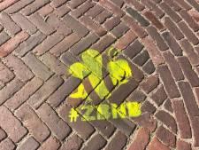 Mysterie in Dijkerhoek: gemaskerde mannen bekladden straten met #ZBNB