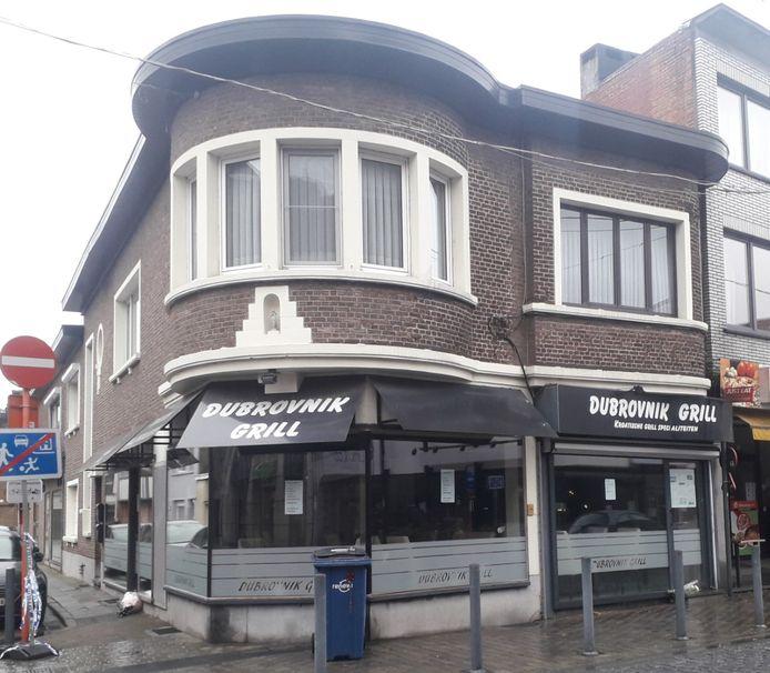 De uitbater van dit restaurant werd gisterennacht dood teruggevonden in zijn wagen