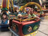 Attracties draaien, mensen zwieren en zwaaien: Tilburgse kermis - de 453ste - is open