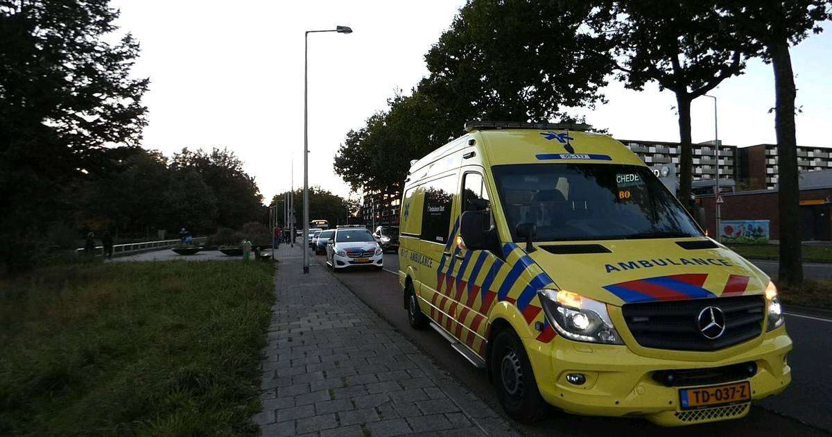 Scooterrijders op de vlucht na aanrijding met voetgangster in Enschede.