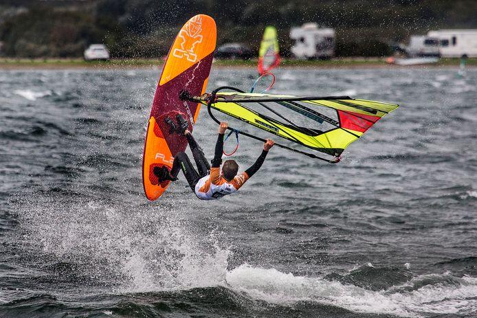DAM-X is voor freestyle windsurfers één van de grootste toernooien in het jaar.