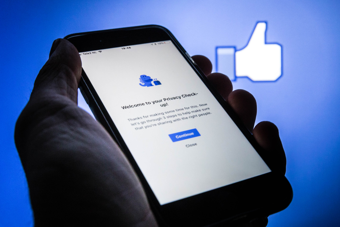 vanaf 25 mei gaat de Algemene Verordening Gegevensbescherming (AVG) van kracht. Het gaat om een nieuwe Europese wet die ervoor zorgt dat persoonlijke gegevens zoals onze naam, e-mailadres, woonplaats, telefoonnummer tot wat we delen en liken op sociale media of ons online winkelkarretje, beter beschermd worden.