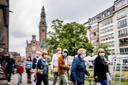 In Nederland gaan we massaal zonder mondkapje over straat, in België juist met.
