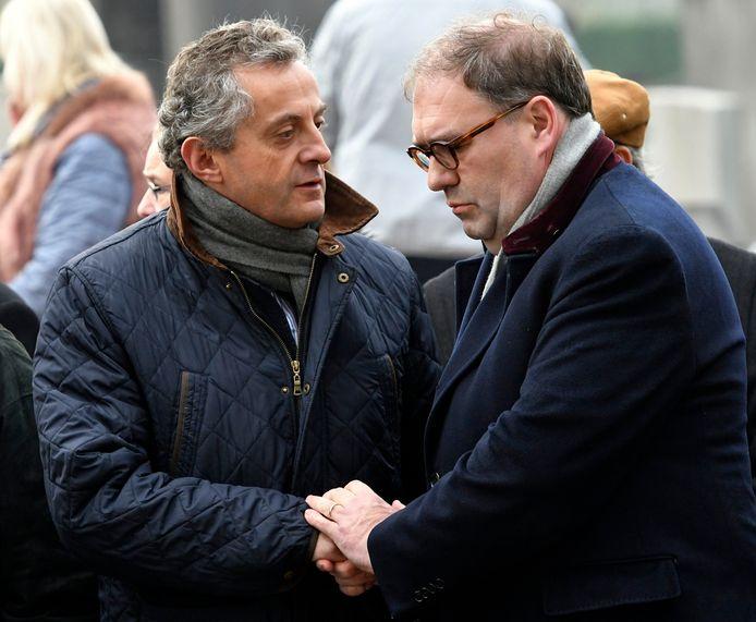 Christian De Valkeneer (links) groet Aalsters burgemeester Christoph D'Haese tijdens een herdenkingsplechtigheid voor de slachtoffers van de Bende van Nijvel.