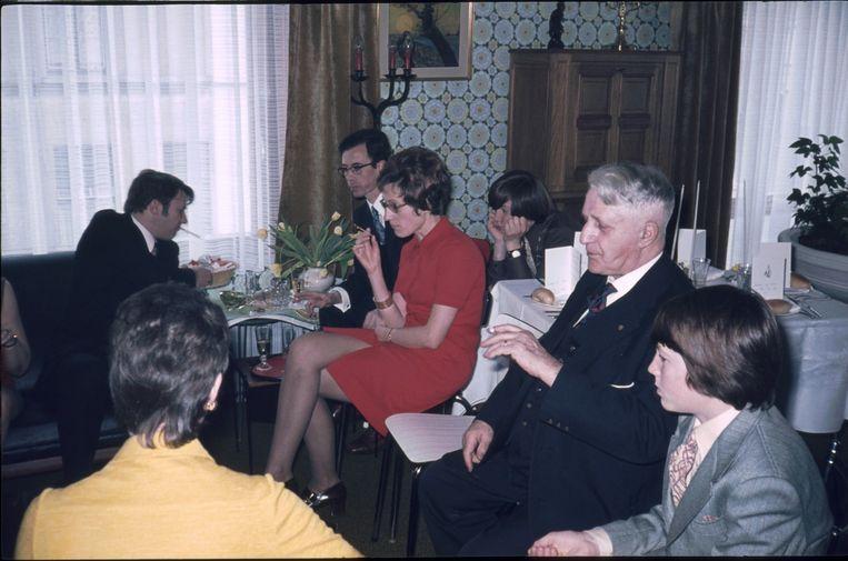 Roken in de woonkamer was heel gewoon in de jaren 70. Beeld Collectie Huis van Alijn