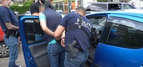 Zes aanhoudingen en honderden pillen, contant geld en vijf auto's ingenomen bij politieactie om drugsbende