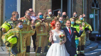 Hulpverleners Jahro en Stephanie stappen 'coronaproof' in huwelijksbootje