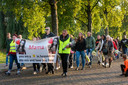 Buurtbewoners in de Arnhemse wijk Presikhaaf hielden kort na de moord een stille tocht voor vermoorde Naomi.