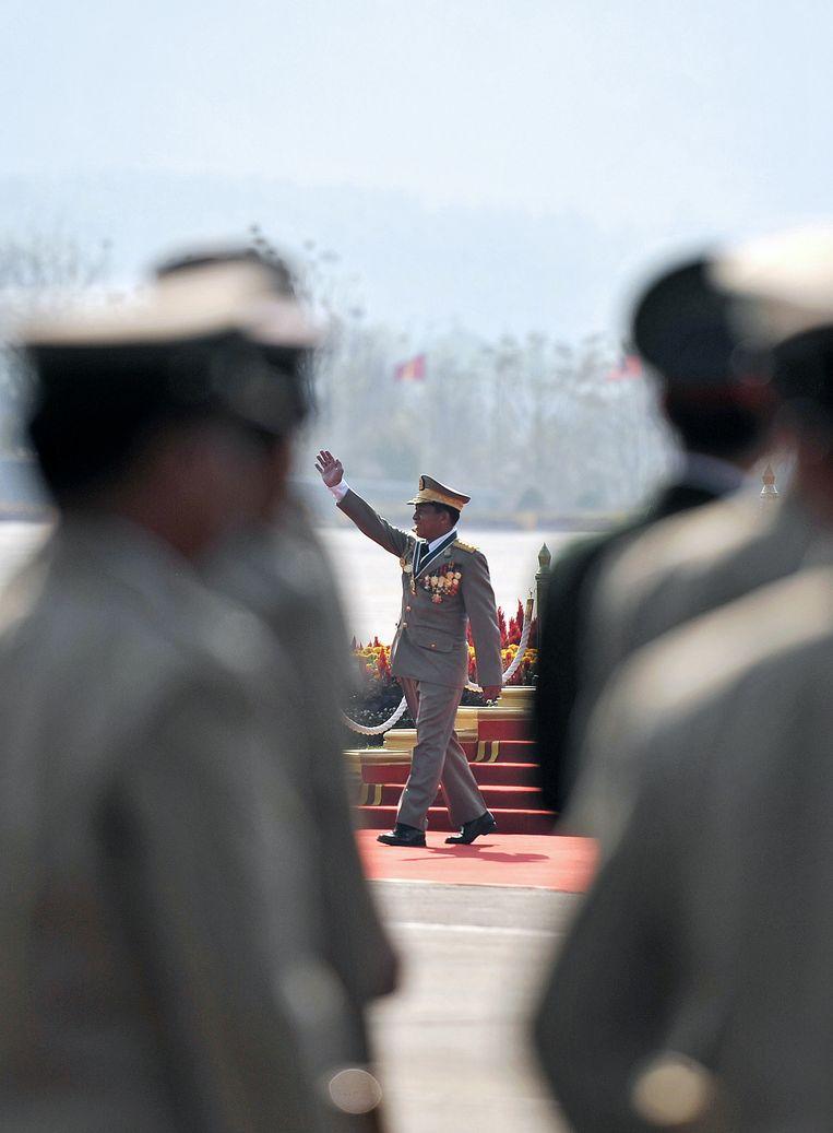 Generaal Min Aung Hlaing bij een militaire ceromonie in 2012. Beeld  AFP