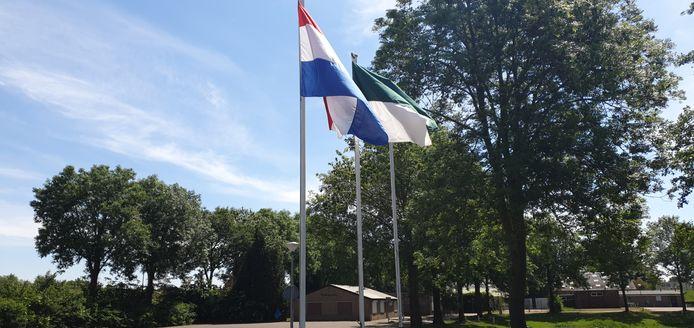 Vlaggen in Lobith voor de schutters