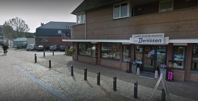 Het pand van Juwelier, goud- en zilversmid Denissen in Wierden.