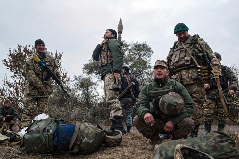 Oekraïense soldaten in de buurt van Donetsk. Beeld EPA